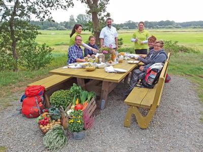 Kulinarische Pause am Tischlein deck Dich Rastplatz am NORDPFAD Ostetal