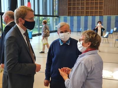 Ministerpräsident und Schirmherr Tag des Wanderns 2020 Daniel Günther im Gespräch mit DWV-Präsident Dr. Hans-Ulrich Rauchfuß und DWV-Geschäftsführerin Ute Dicks