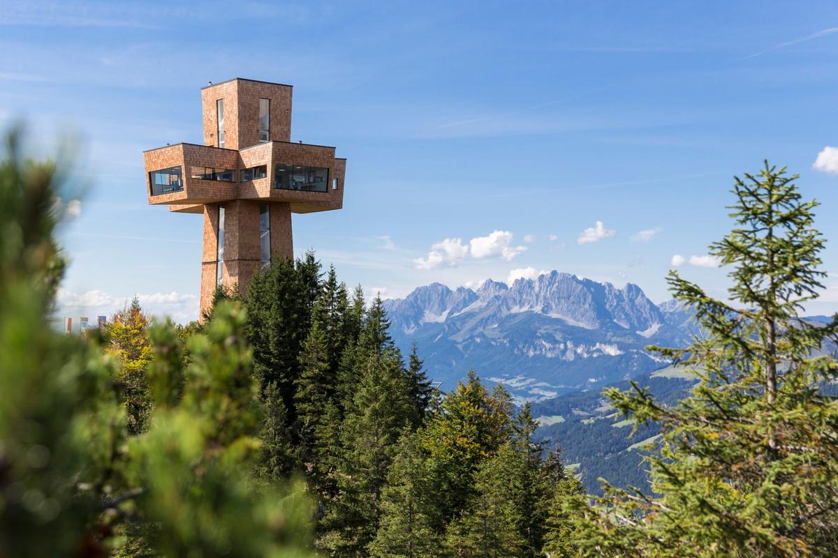 Der Panoramablick vom Jakobskreuz gehört zu den Erlebnissen, von denen Besucher*innen noch lange zehren.